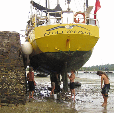 Quay Berthing and Mooring - Drying Out Against Wall - Arriving and